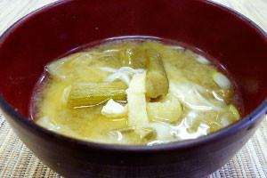 芋がらと長ねぎの味噌汁