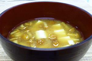 豆腐となめたけの味噌汁